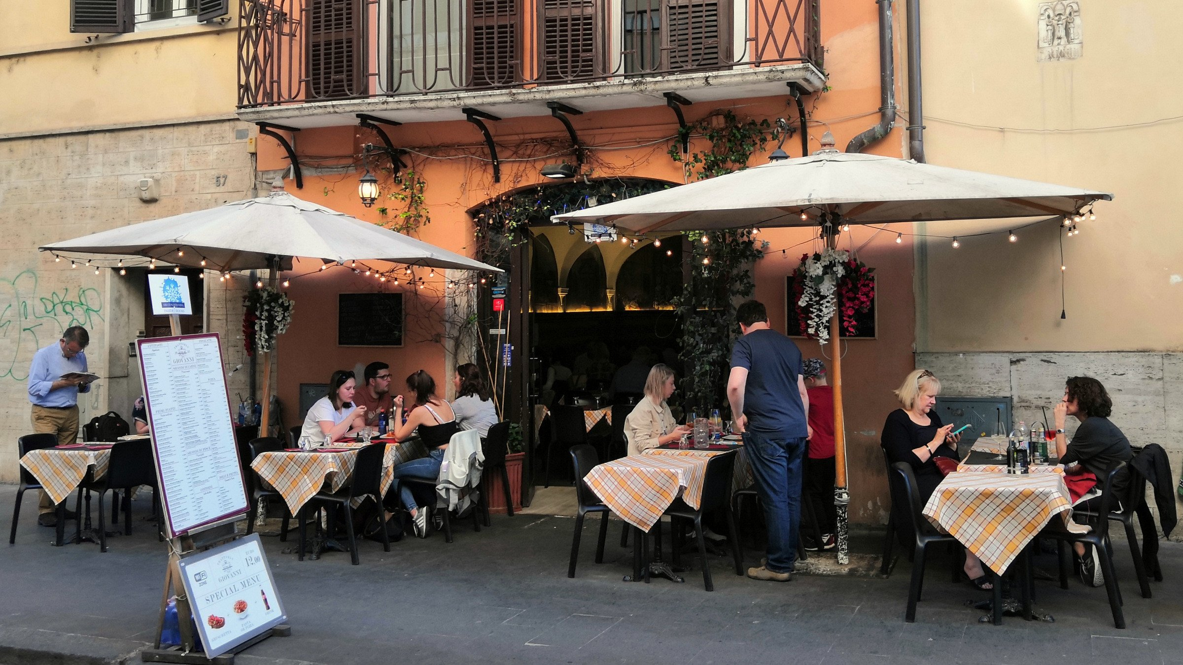 How to avoid being ripped off at a tourist trap restaurant in Rome