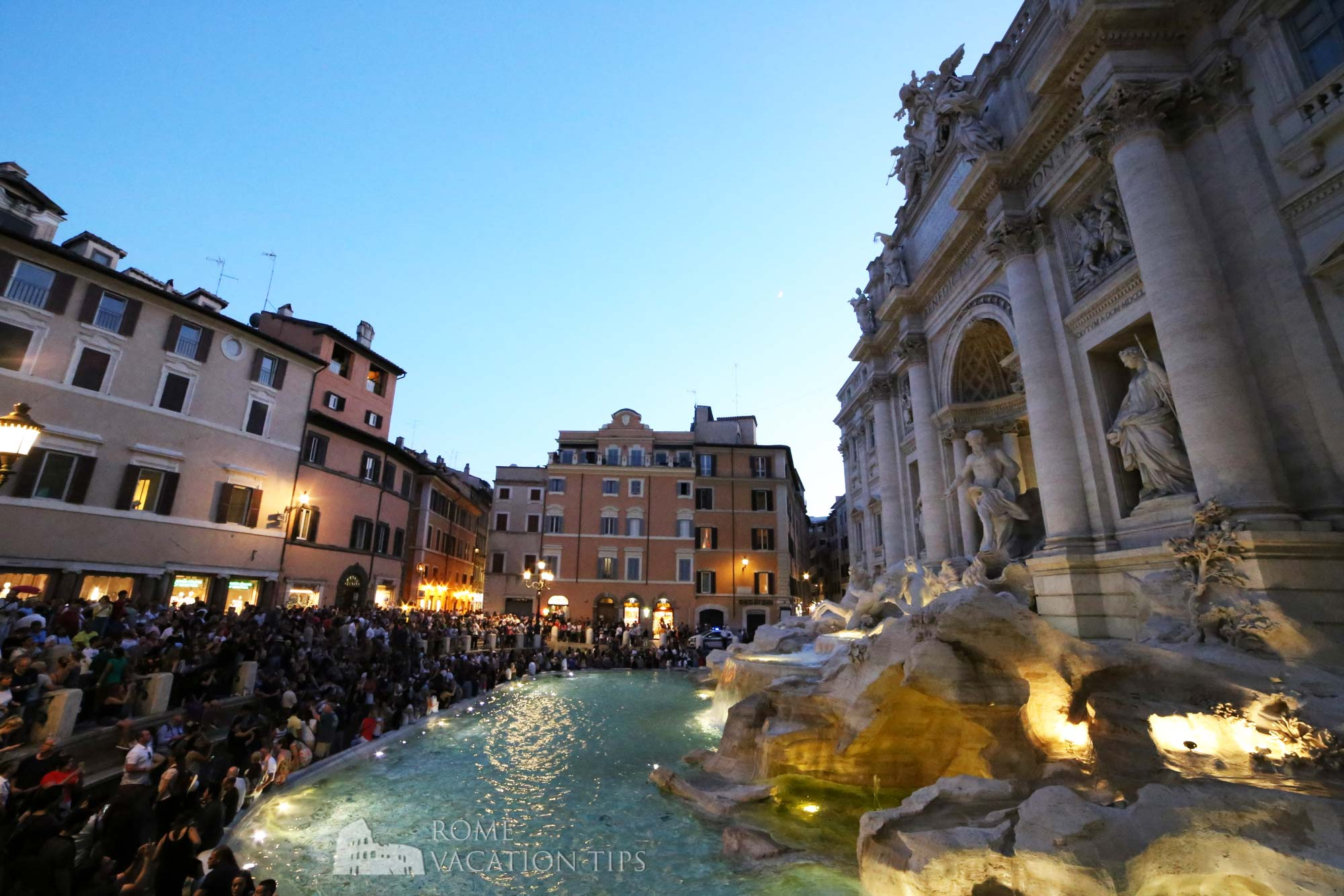 """Rome to erect """"no sitting"""" barrier around the Trevi fountain"""