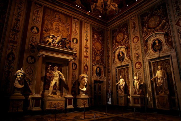 Sumptuous room in the Galleria Borghese - Rome Vacation Tips