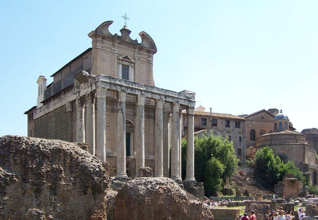 San Lorenzo in Miranda - a church in a temple in the Roman Forum
