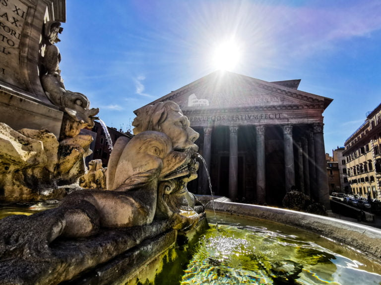 How to visit the fountain at the Pantheon